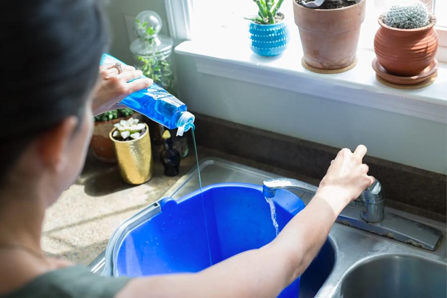 kitchen sink washing